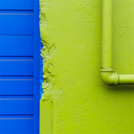 painting - A green painted wall and pipe by a blue doorway. Stock Photo - Premium Royalty-Free, Code: 6118-07351305