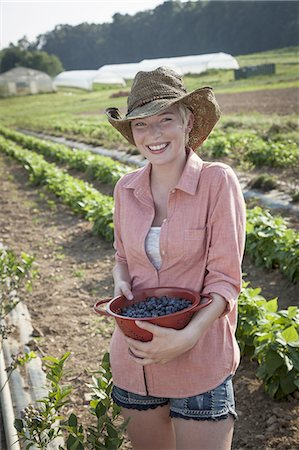 single fruits tree - A girl in a pink shirt holding a large bowl of harvested blueberry fruits. Stock Photo - Premium Royalty-Free, Code: 6118-07351915