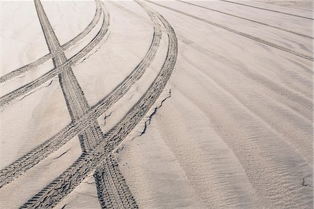 Tire tracks on beach, Ocean Park Stock Photo - Premium Royalty-Free, Code: 6118-07354037