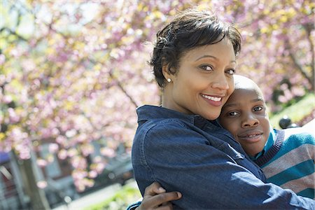 A New York city park in the spring. Sunshine and cherry blossom. A mother and son spending time together. Stock Photo - Premium Royalty-Free, Code: 6118-07354673
