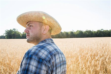 rustique - Man wearing a checked shirt and a hat standing in a cornfield, a farmer. Photographie de stock - Premium Libres de Droits, Code: 6118-08220584