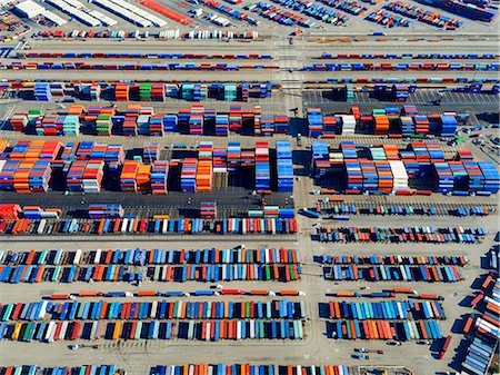 southern california - Aerial view of the container port at San Pedro in Los Angeles, with containers awaiting loading. A commercial freight dockyard. Stock Photo - Premium Royalty-Free, Code: 6118-08827528