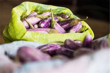food stalls - Dambulla vegetable market, purple vegetable known as Brinjal for sale, Dambulla, Central Province, Sri Lanka, Asia Stock Photo - Premium Royalty-Free, Code: 6119-07451219