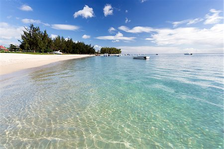 refraction - View along Flic en Flac Beach showing the clear shallows of the Indian Ocean, blue sky and white sand, on the west coast of Mauritius, Indian Ocean, Africa Stock Photo - Premium Royalty-Free, Code: 6119-07744597