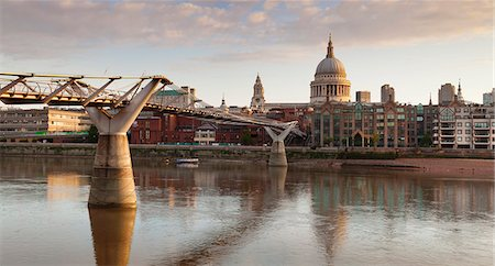 Millennium Bridge, River Thames and St. Paul's Cathedral, London, England, United Kingdom, Europe Stock Photo - Premium Royalty-Free, Code: 6119-07845511