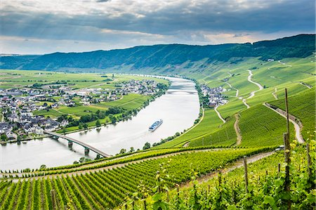 Cruise ship passing the riverbend at Minnheim, Moselle Valley, Rhineland-Palatinate, Germany, Europe Stock Photo - Premium Royalty-Free, Code: 6119-07845690