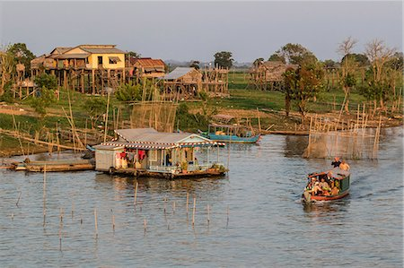River family living on the Tonle Sap River in Kampong Chhnang, Cambodia, Indochina, Southeast Asia, Asia Stock Photo - Premium Royalty-Free, Code: 6119-08061939