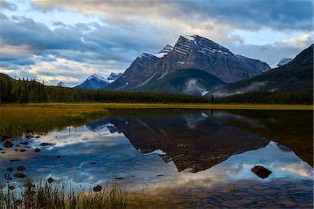 scenic - Mountain reflected in Waterfowl Lake at sunrise, Banff National Park, UNESCO World Heritage Site, Alberta, Rocky Mountains, Canada, North America Stock Photo - Premium Royalty-Free, Code: 6119-08062266