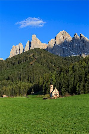 The Church of Ranui and the Odle group in the background, St. Magdalena, Funes Valley, Dolomites, South Tyrol, Italy, Europe Stock Photo - Premium Royalty-Free, Code: 6119-08242871