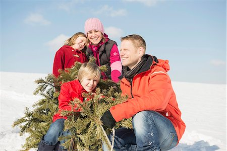 snow christmas tree white - Family sitting with branches in winter, smiling, Bavaria, Germany Stock Photo - Premium Royalty-Free, Code: 6121-07740028