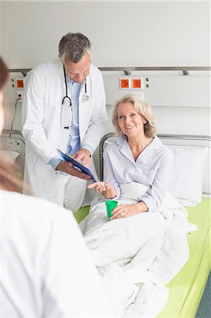 Doctors' visit in hospital Stock Photo - Premium Royalty-Free, Code: 6121-07740449