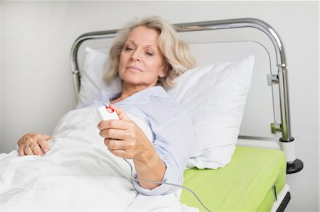 Patient in hospital ringing for nurse Stock Photo - Premium Royalty-Free, Code: 6121-07740456