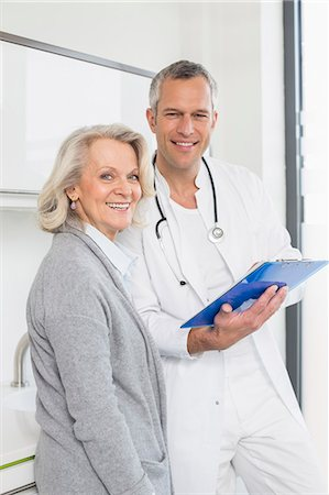 Doctor discussing treatment with patient Stock Photo - Premium Royalty-Free, Code: 6121-07740477