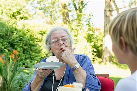 Grandmother eating cream cake with her grandson Stock Photo - Premium Royalty-Free, Code: 6121-07741216