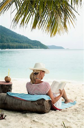 woman reading a book on the beach, Koh Lipe, Thailand Stock Photo - Premium Royalty-Free, Code: 6121-07741952