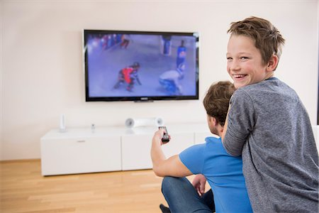 Father and son watching TV at home Stock Photo - Premium Royalty-Free, Code: 6121-07809662