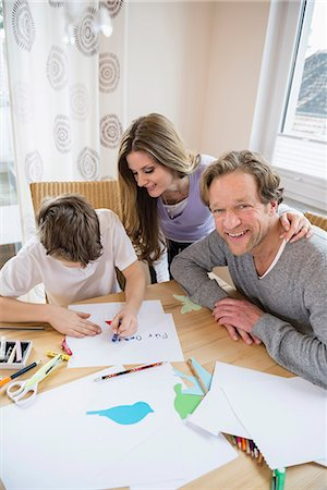 drawing (artwork) - Boy drawing a picture with parents at table Stock Photo - Premium Royalty-Free, Code: 6121-07809881
