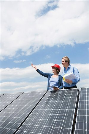 energia - Female engineer client solar roof panel energy Fotografie stock - Premium Royalty-Free, Codice: 6121-07810071