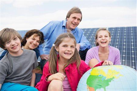 Parents solar park globe balloon portrait Stock Photo - Premium Royalty-Free, Code: 6121-07810082