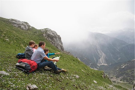 sit - Father and kids looking at hiking map mountains Stock Photo - Premium Royalty-Free, Code: 6121-07810266