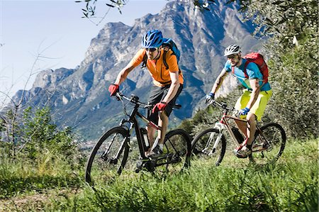 Men racing electic-mountainbikes mountain track Stock Photo - Premium Royalty-Free, Code: 6121-07810344