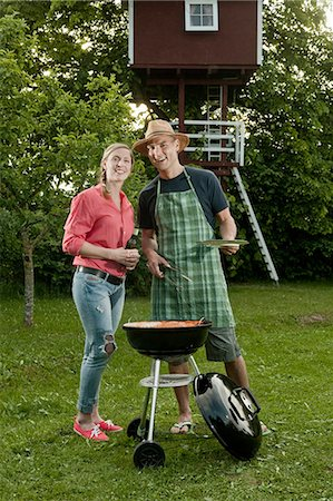 Young couple barbecue grill garden beer Stock Photo - Premium Royalty-Free, Code: 6121-07810442