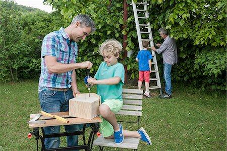 drilling - Father grandfather boys birdhouse garden building Stock Photo - Premium Royalty-Free, Code: 6121-07810409