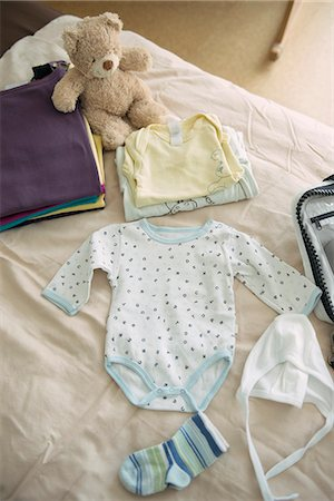 sweet   no people - Still life baby clothes bed teddy bear packing Stock Photo - Premium Royalty-Free, Code: 6121-07970016