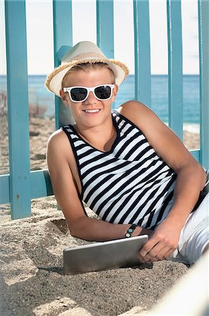 Teenager holiday tablet computer beach holiday Stock Photo - Premium Royalty-Free, Code: 6121-07970186