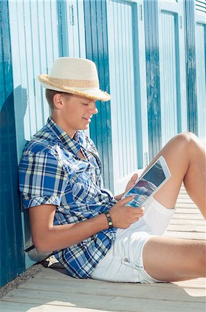 Teenager reading holiday beach summer straw hat Stock Photo - Premium Royalty-Free, Code: 6121-07970189