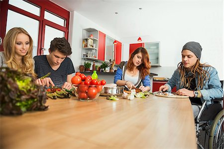 Friends cutting vegetables in the kitchen, Munich, Bavaria, Germany Stock Photo - Premium Royalty-Free, Code: 6121-07992568