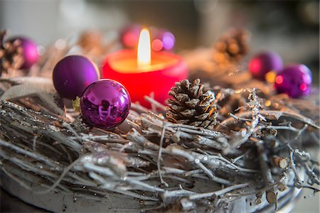 decoration - Decorative advent wreath with burning candle, Bavaria, Germany Stock Photo - Premium Royalty-Free, Code: 6121-08106554