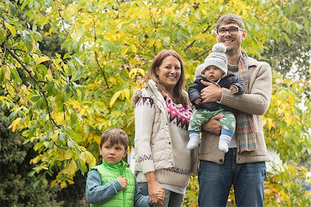 family apple orchard - Portrait of a nuclear family standing in an organic farm and smiling, Bavaria, Germany Stock Photo - Premium Royalty-Free, Code: 6121-08522272