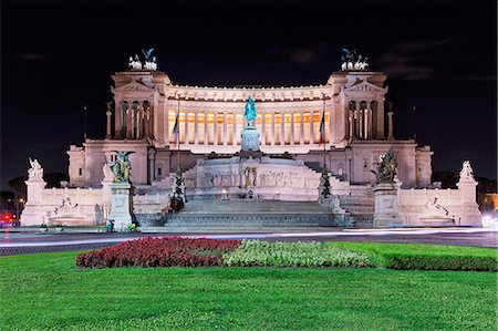 Monument of Victor Emmanuel II at the Piazza Venezia, Rome, Italy Stock Photo - Premium Royalty-Free, Code: 6121-08859240