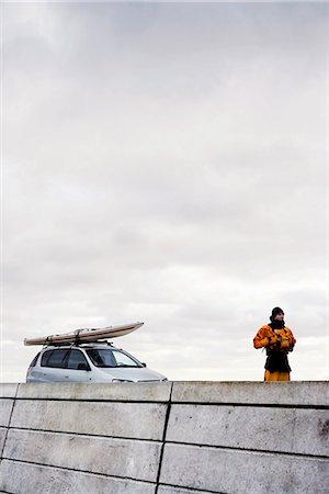Man infront of car with kayak Stock Photo - Premium Royalty-Free, Code: 6122-07692925