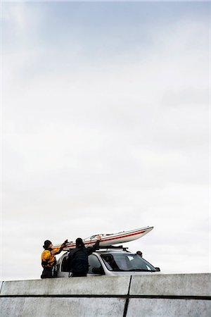Unloading kayak Stock Photo - Premium Royalty-Free, Code: 6122-07692926