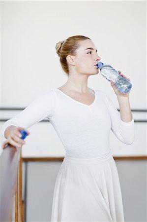 Ballet dancer drinking water in studio Stock Photo - Premium Royalty-Free, Code: 6122-07700289