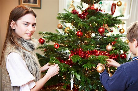 Children decorating Christmas tree Stock Photo - Premium Royalty-Free, Code: 6122-07704868