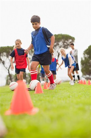 practise - Childrens soccer team training on pitch Stock Photo - Premium Royalty-Free, Code: 6122-07706205