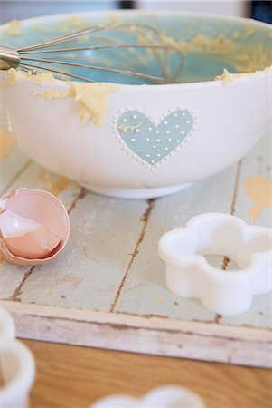 femininity - Bowl, egg and cookie cutter in kitchen Stock Photo - Premium Royalty-Free, Code: 6122-07706817