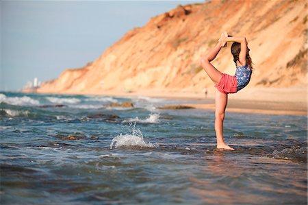 feet gymnast - Woman practicing yoga on beach Stock Photo - Premium Royalty-Free, Code: 6122-07707432