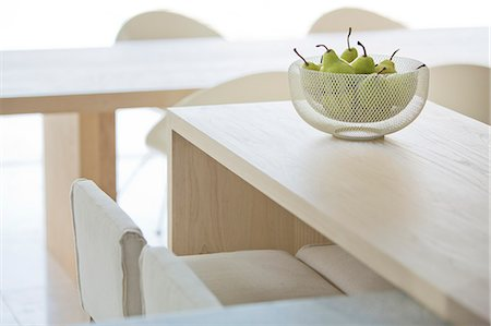 Pears in bowl on modern table Stock Photo - Premium Royalty-Free, Code: 6124-08170553