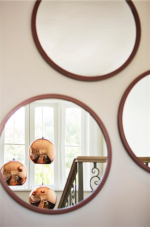 Reflection of copper pendant lights in round mirror Stock Photo - Premium Royalty-Free, Code: 6124-08170528