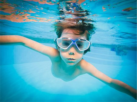 Portrait of boy swimming underwater in swimming pool Stock Photo - Premium Royalty-Free, Code: 6124-08658154