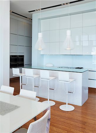 Modern white home showcase kitchen with breakfast bar Stock Photo - Premium Royalty-Free, Code: 6124-08703980