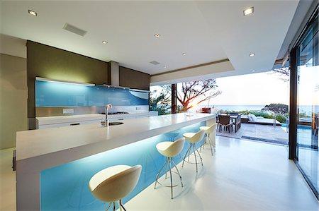 Modern luxury home showcase kitchen Stock Photo - Premium Royalty-Free, Code: 6124-08704021