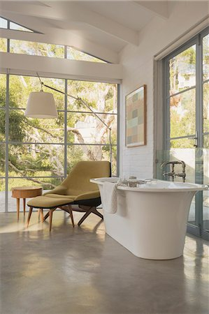 design - Soaking tub in luxury home showcase hotel bedroom Stock Photo - Premium Royalty-Free, Code: 6124-08908038