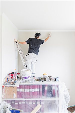 painting - Sweden, Mature man painting wall Stock Photo - Premium Royalty-Free, Code: 6126-08643016