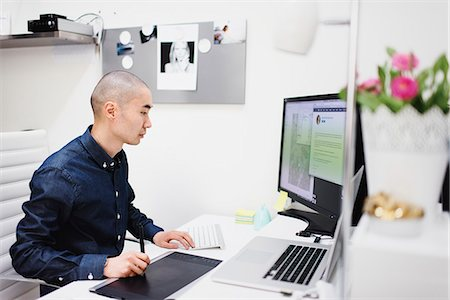 skinhead - Sweden, Freelancer working at office Stock Photo - Premium Royalty-Free, Code: 6126-08644041