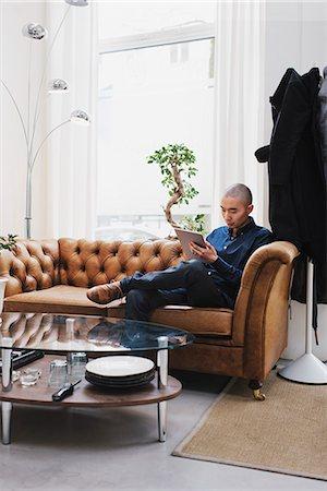 skinhead - Sweden, Freelancer sitting with digital tablet Stock Photo - Premium Royalty-Free, Code: 6126-08644042